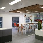 supaslat-5-screw-fix-panels-redwood-with-light-stain-for-london-office-reception-and-break-out-area-1