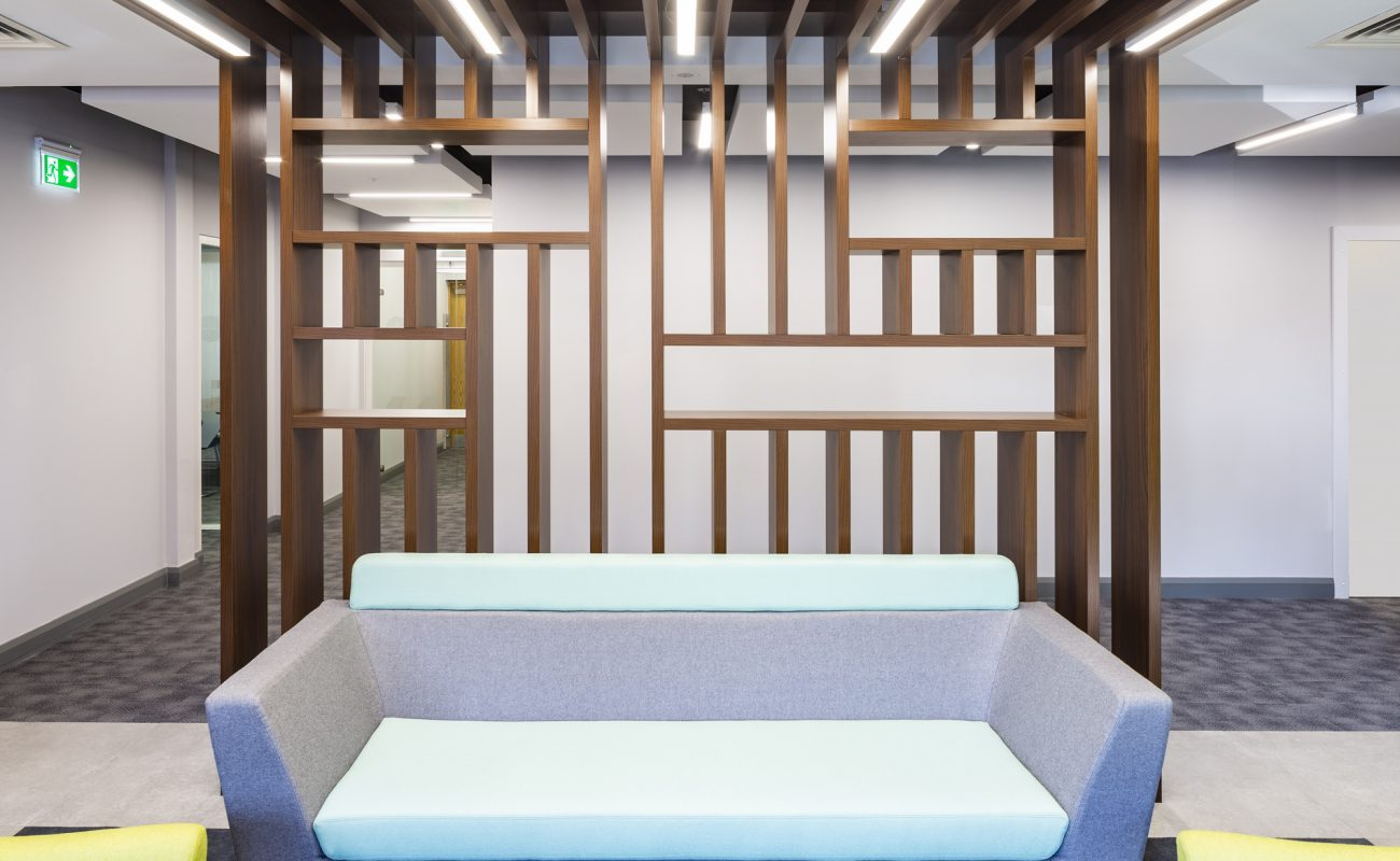 Vertical screen beams for zoning a breakout space, in a commercial office