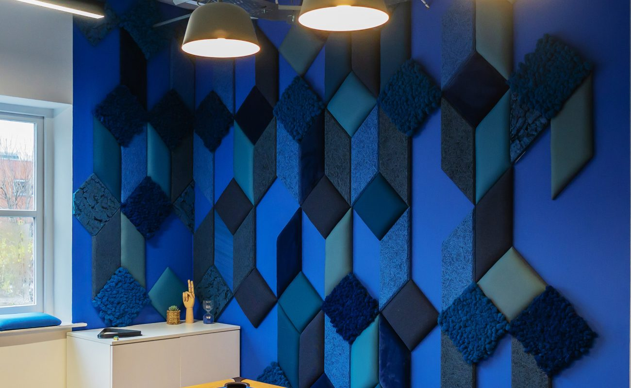 Vtec's Arctic Moss wall panels in Blue 02 & Marine 03 create a stunning feature wall