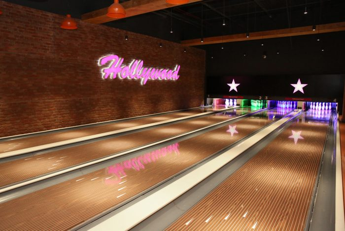 Vtec's London Brick Aged Red Wall Panels in Hollywood Themed Bowling Centre